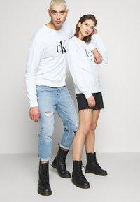 Calvin Klein Jeans - CK ONE LOGO REGULAR CREWNECK HWK - Sweater - bright white - 4