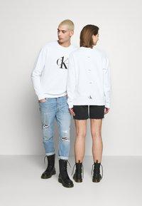 Calvin Klein Jeans - CK ONE LOGO REGULAR CREWNECK HWK - Sweater - bright white - 2