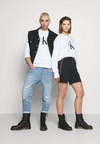 Calvin Klein Jeans - CK ONE LOGO REGULAR CREWNECK HWK - Sweater - bright white - 1