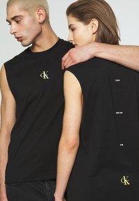 Calvin Klein Jeans - CK ONE SMALL LOGO REGULAR SLS TEE - Top - black beauty - 3