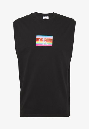 SMALL FLAG SLS TEE UNISEX PRIDE - Top - black