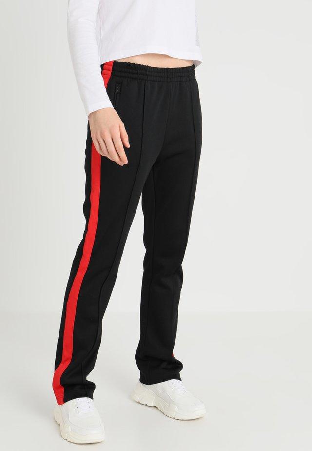 SIDE STRIPE TRACK PANT - Trainingsbroek - black/racing red