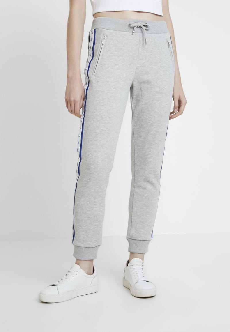 Calvin Klein Jeans - MONOGRAM TAPE PANTS - Tracksuit bottoms - light grey heather