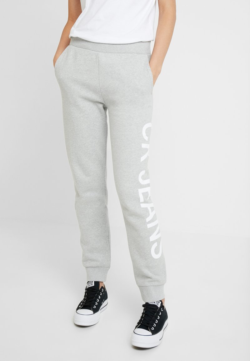 Calvin Klein Jeans - LOGO - Jogginghose - light grey/bright white