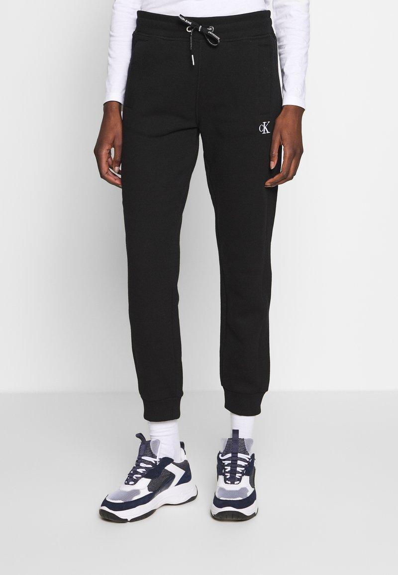 Calvin Klein Jeans - EMBROIDERY JOGGING PANTS - Joggebukse - black