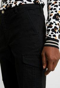 Calvin Klein Jeans - CARGO PANTS - Spodnie materiałowe - ck black - 3