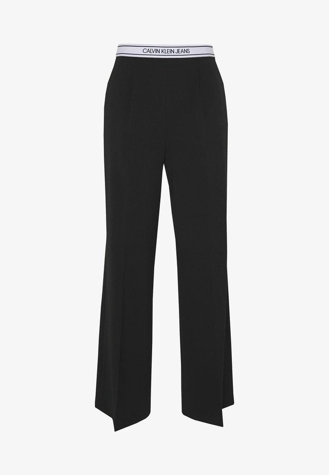 LOGO ELASTIC DRAPEY PANT - Pantalon classique - black