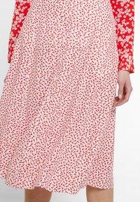 Calvin Klein Jeans - DRAPEY MIDI SKIRT - Falda acampanada - racing red - 3