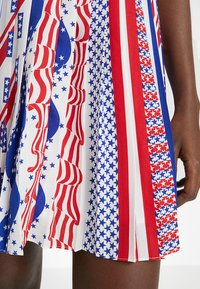Calvin Klein Jeans - FLAG SKIRT - A-lijn rok - multi-coloured - 4