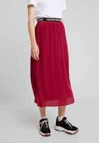 Calvin Klein Jeans - LOGO ELASTIC MIDI SKIRT - Maxikjol - beet red - 0