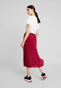 Calvin Klein Jeans - LOGO ELASTIC MIDI SKIRT - Maxikjol - beet red - 2