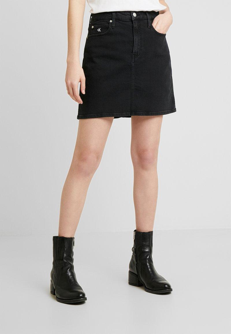 Calvin Klein Jeans - HIGH RISE MINI SKIRT - Áčková sukně - washed black