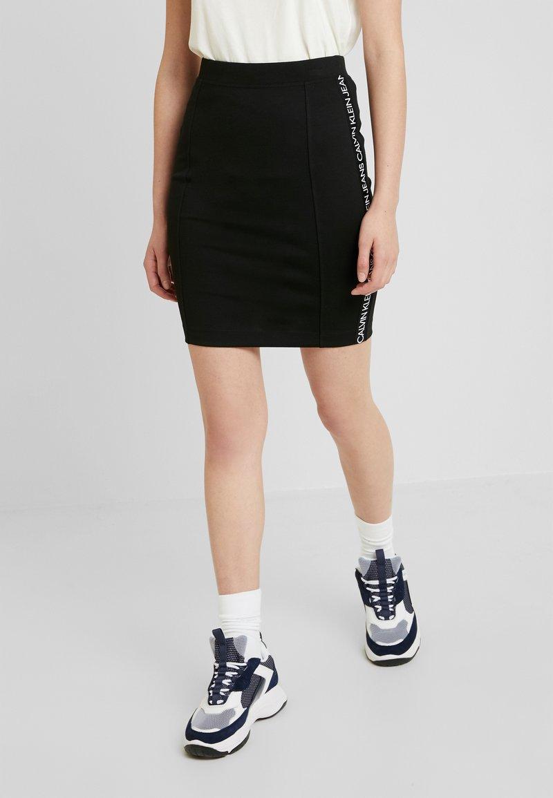Calvin Klein Jeans - MILANO LOGO SKIRT - Jupe crayon - black