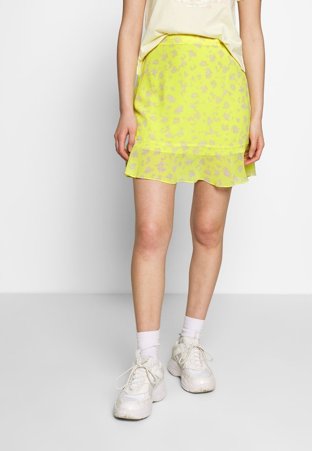 FLARE SKIRT - Jupe trapèze - yellow grungy halftone grey floral