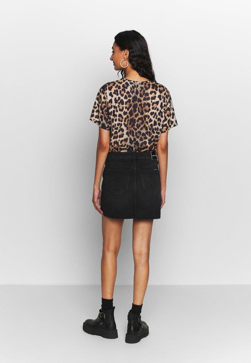 Calvin Klein Jeans MID RISE MINI SKIRT - Jeansskjørt - black shank