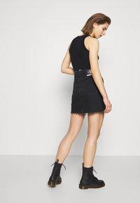 Calvin Klein Jeans - CK ONE HIGH RISE MINI SKIRT - Farkkuhame - black stone - 2