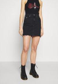 Calvin Klein Jeans - CK ONE HIGH RISE MINI SKIRT - Farkkuhame - black stone - 0