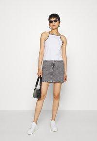 Calvin Klein Jeans - HIGH RISE MINI SKIRT - Gonna a campana - grey - 1