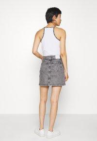 Calvin Klein Jeans - HIGH RISE MINI SKIRT - Gonna a campana - grey - 2