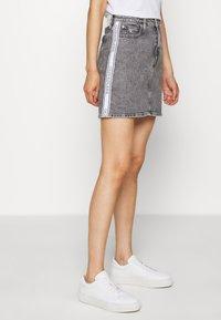 Calvin Klein Jeans - HIGH RISE MINI SKIRT - Gonna a campana - grey - 0