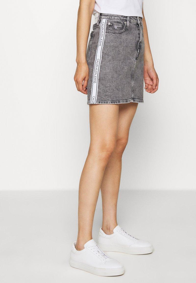 Calvin Klein Jeans - HIGH RISE MINI SKIRT - Gonna a campana - grey