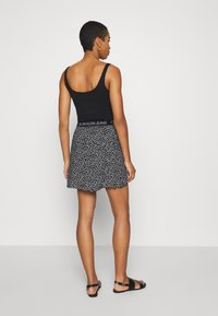 Calvin Klein Jeans - FLORAL SKIRT WITH LOGO TAPE - A-line skirt - black/white - 2