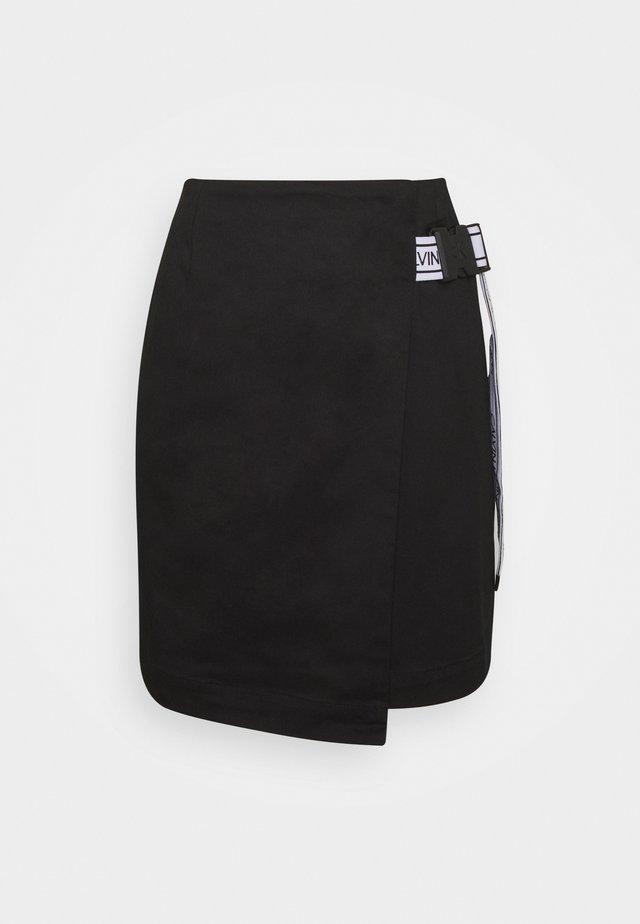 BUCKLE LOGO STRAP - Minirok - black