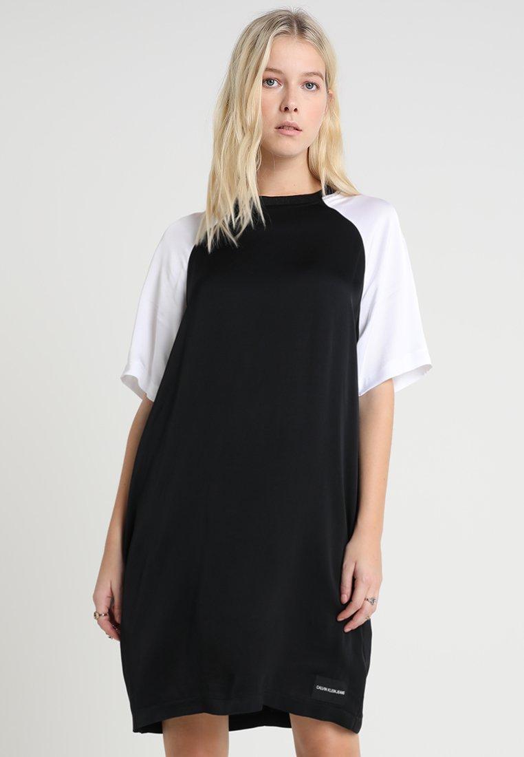Calvin Klein Jeans - COLOR BLOCK DRESS - Hverdagskjoler - black/white