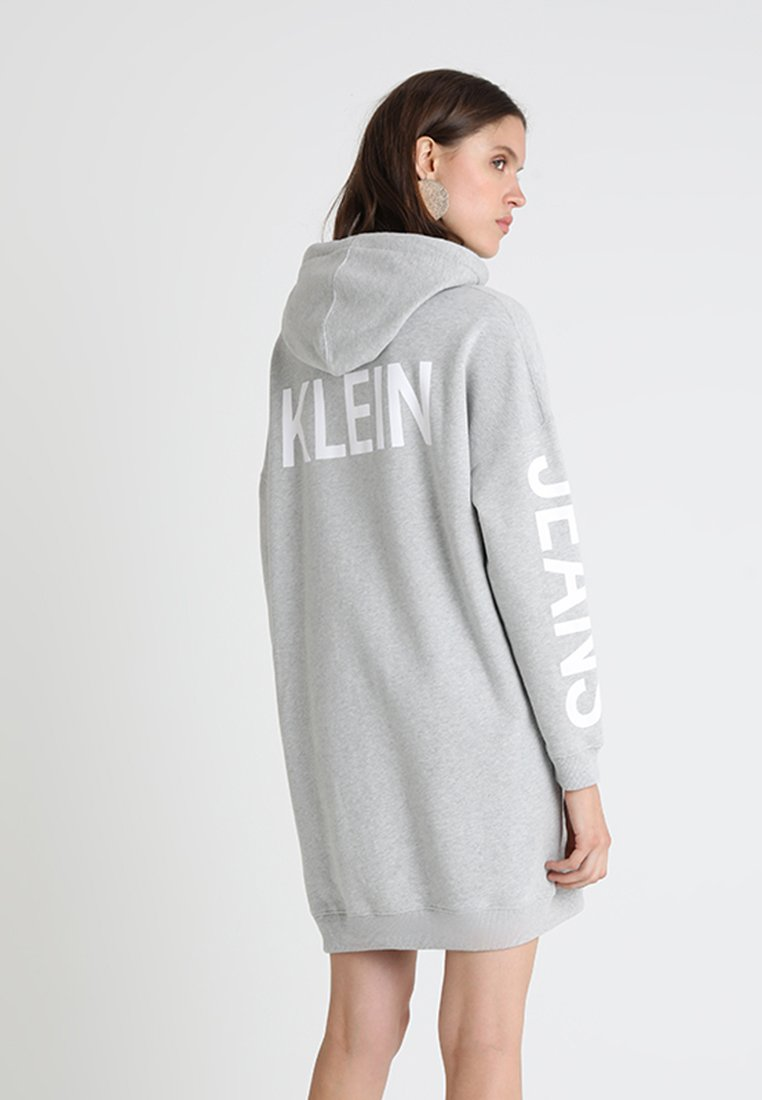 Calvin Klein Jeans - INSTITUTIONAL BACK HOODED DRESS - Freizeitkleid - light grey heather