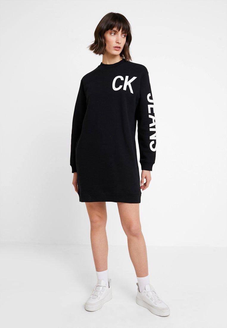 Calvin Klein Jeans - LOGO DRESS - Freizeitkleid - black/white