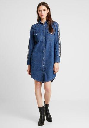 FOUNDATION WESTERN DRESS - Sukienka jeansowa - blue denim