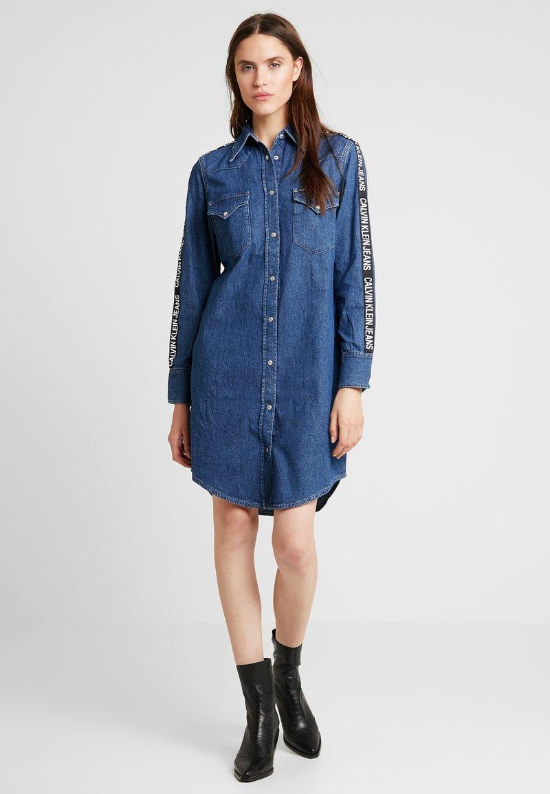 Calvin Klein Jeans - FOUNDATION WESTERN DRESS - Jeanskleid - blue denim