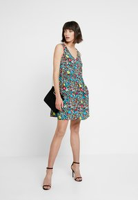 Calvin Klein Jeans - SLEEVELESS FLORAL DRESS - Robe d'été - multi-coloured - 2