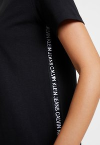 Calvin Klein Jeans - TAPE LOGO DRESS - Jerseyjurk - black - 4