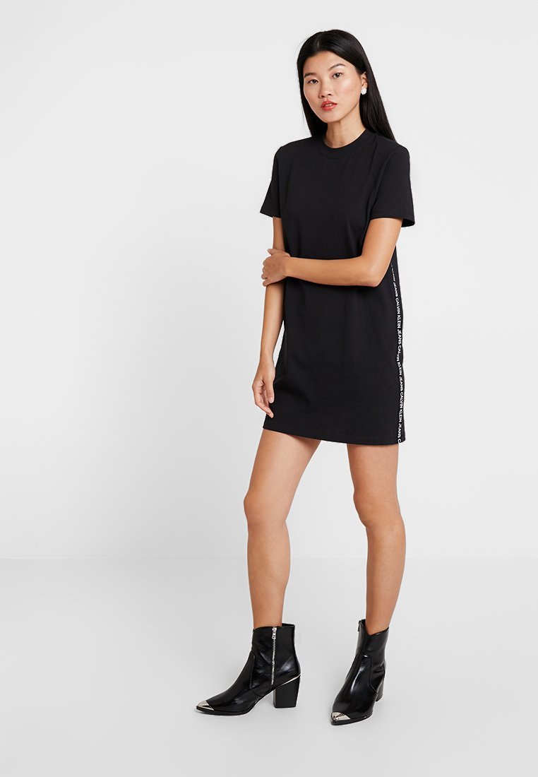 Calvin Klein Jeans - TAPE LOGO DRESS - Žerzejové šaty - black