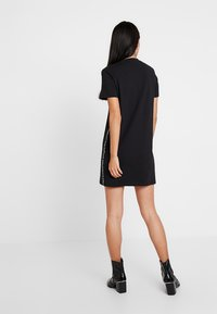 Calvin Klein Jeans - TAPE LOGO DRESS - Žerzejové šaty - black - 2