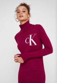 Calvin Klein Jeans - MONOGRAM SWEATER DRESS - Robe d'été - beet red - 5