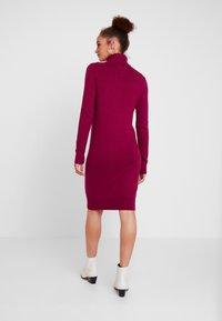 Calvin Klein Jeans - MONOGRAM SWEATER DRESS - Robe d'été - beet red - 3