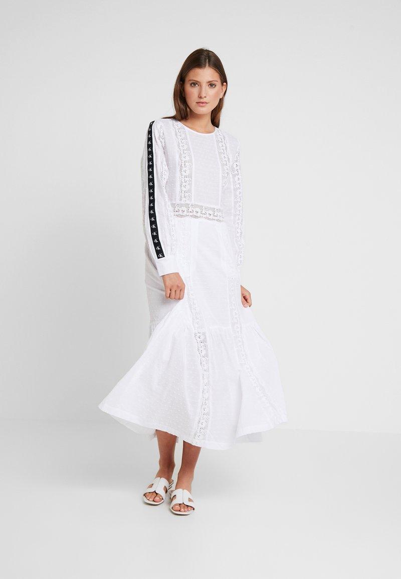 Calvin Klein Jeans - VARSITY PRAIRIE DRESS - Maxikleid - bright white