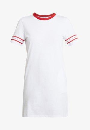 MONOGRAM TAPE DRESS - Denní šaty - bright white