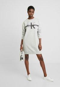Calvin Klein Jeans - TAPING THROUGH MONOGRAM DRESS - Denní šaty - light grey heather - 2