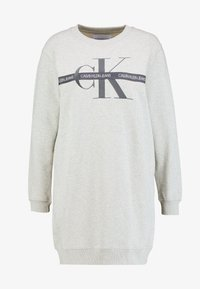 Calvin Klein Jeans - TAPING THROUGH MONOGRAM DRESS - Denní šaty - light grey heather - 5