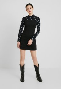 Calvin Klein Jeans - MILANO LOGO STRAP SLIP DRESS - Robe en jersey - black - 2