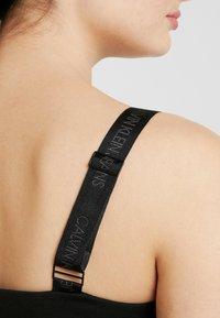 Calvin Klein Jeans - MILANO LOGO STRAP SLIP DRESS - Robe en jersey - black - 5