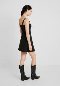 Calvin Klein Jeans - MILANO LOGO STRAP SLIP DRESS - Robe en jersey - black - 3
