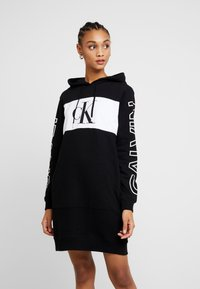Calvin Klein Jeans - BLOCKING STATEMENT LOGODRESS - Robe d'été - black - 0