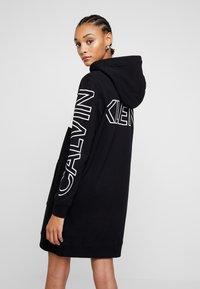 Calvin Klein Jeans - BLOCKING STATEMENT LOGODRESS - Robe d'été - black - 3