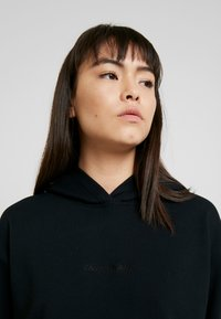 Calvin Klein Jeans - HOODED DRESS - Vestido informal - black - 3