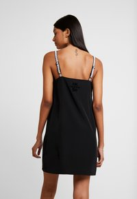Calvin Klein Jeans - LOGO SLIP DRESS - Denní šaty - black beauty - 3