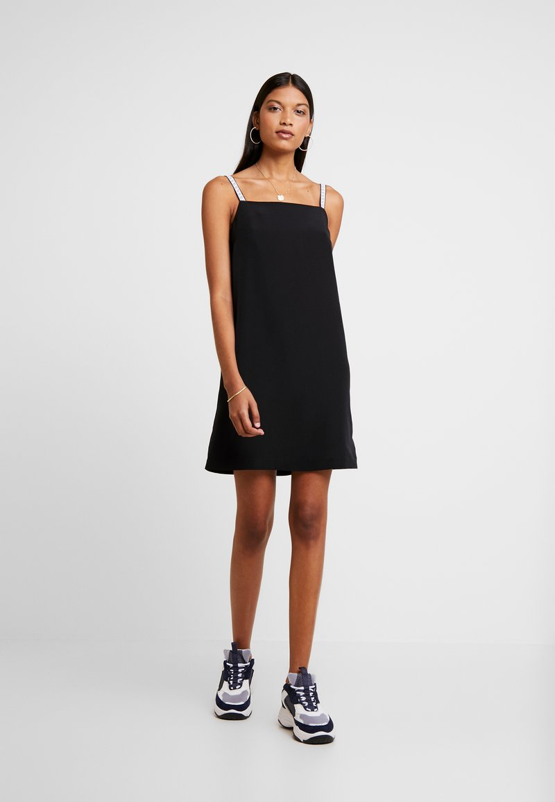 Calvin Klein Jeans - LOGO SLIP DRESS - Denní šaty - black beauty